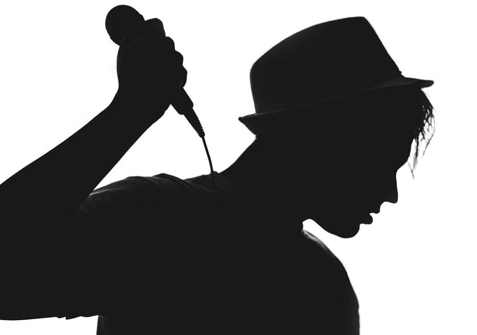 silhouette-1992392_960_720